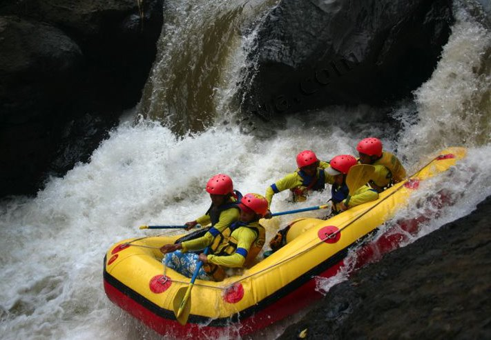 White water rafting in songa