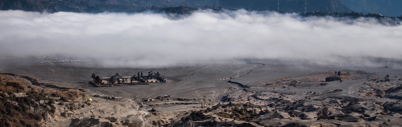 mount-bromo-poten-temple
