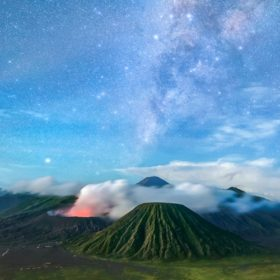 bromo sunrise tour milky way